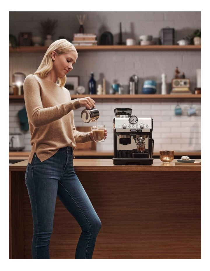 La Specialista Arte Manual Pump Coffee Machine: Metal/Black EC9155MB image 7