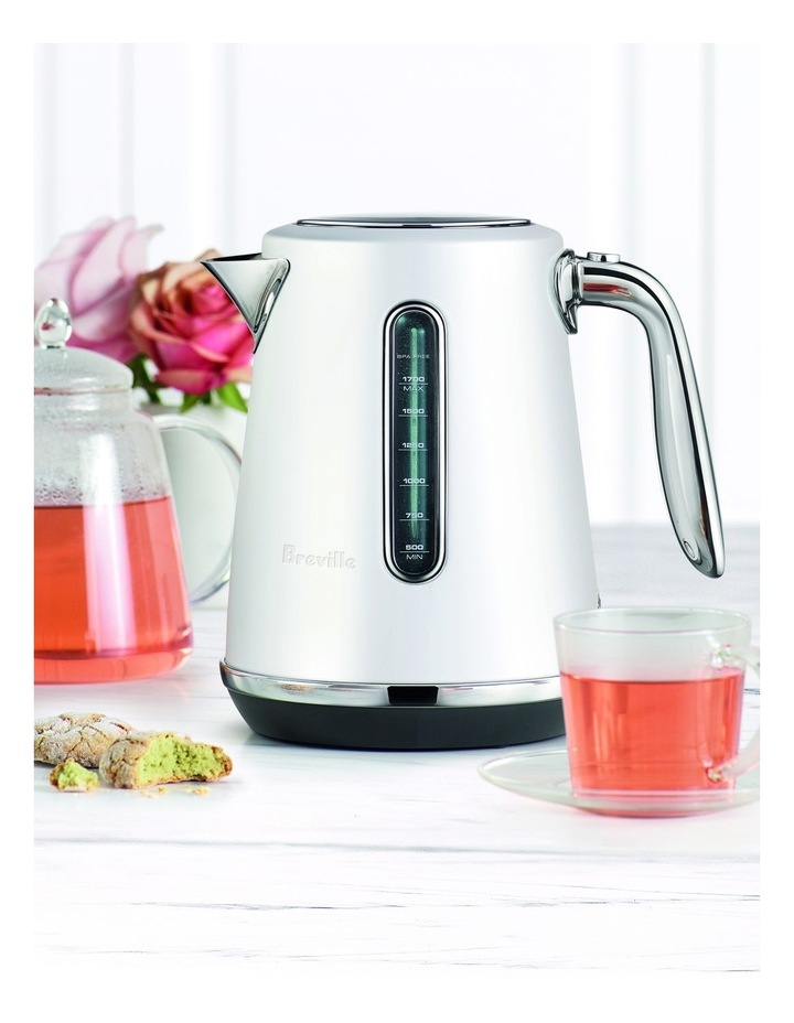 The Soft Top Luxe Kettle in White BKE735SST image 3