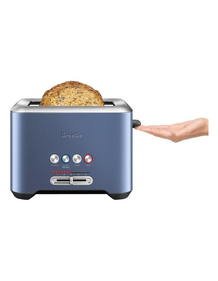 The Lift & Look 2 slice toaster:Blueberry Granita BTA720BBY image 2
