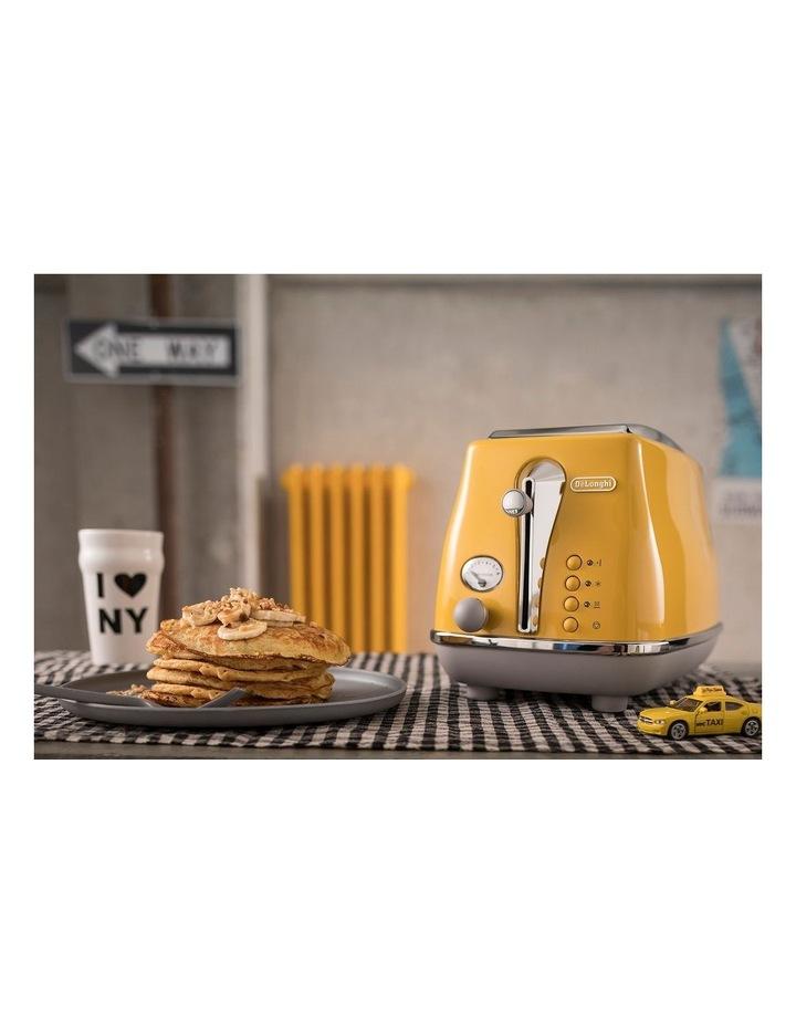 Icona Capitals New York 2 Slice Toaster Yellow CTOC2003Y image 3
