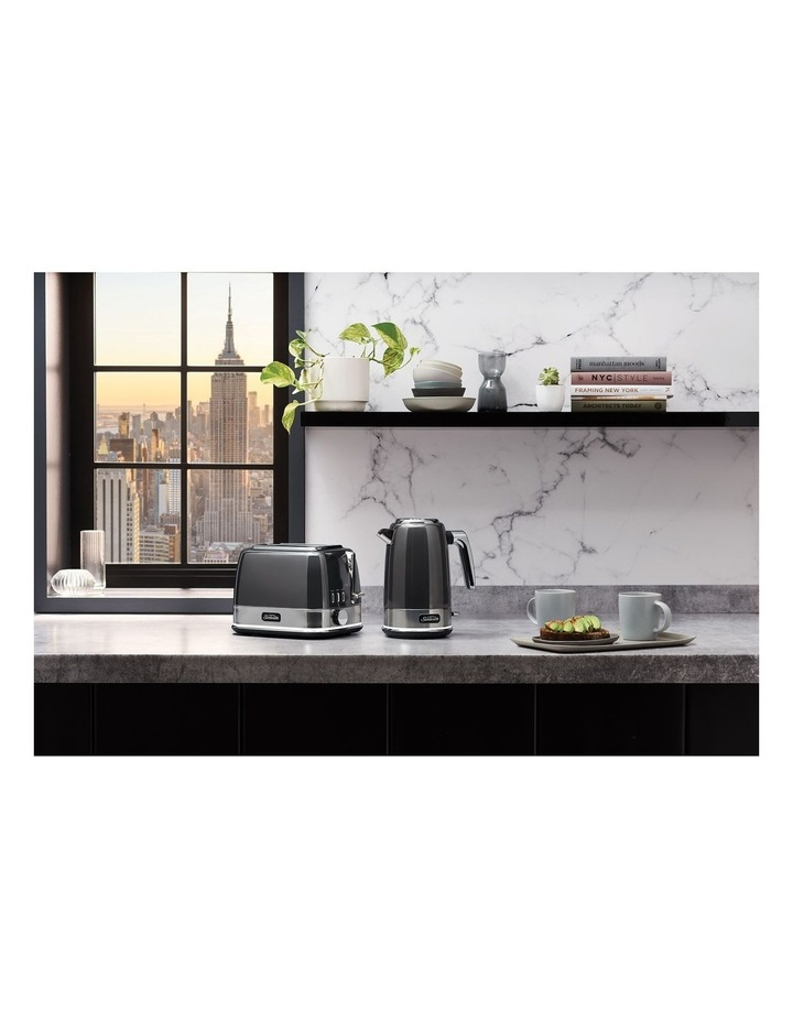 New York Collection 2 Slice Toaster Dark Stainless TA4420GR image 4