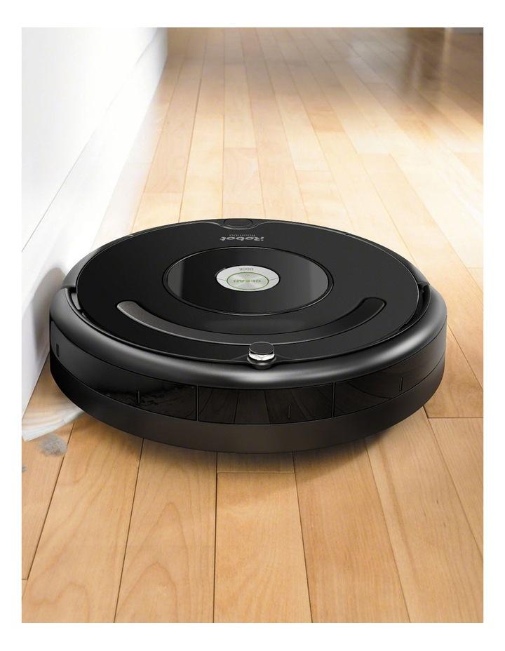 Roomba 606 Robotic Vacuum in Black image 2