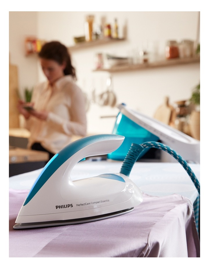 PerfectCare Compact Steam Generator Iron: White/Blue GC6804/20 image 4