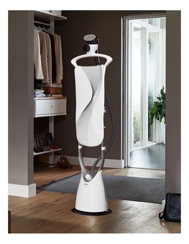 ComfortTouch Garment Steamer White GC557/30 image 3