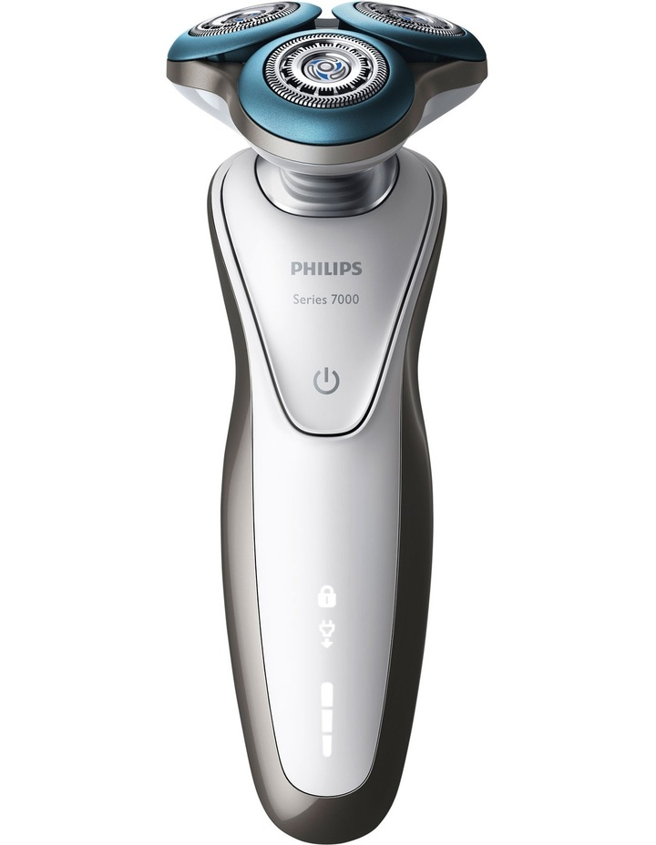 S7710SC Series 7000 Sensitive Skin Shaver with SmartClean image 1