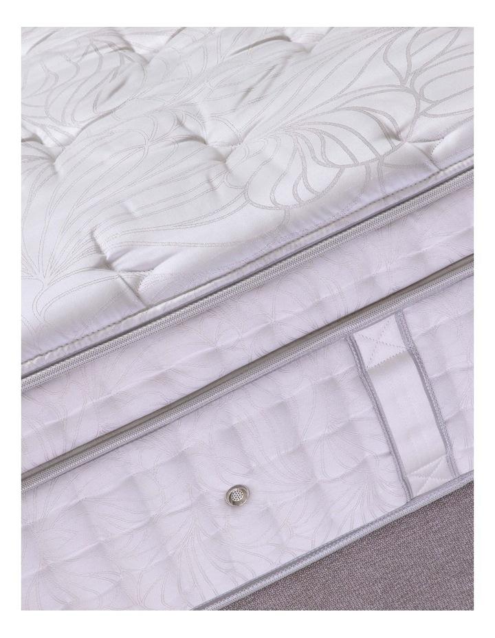 Crown Jewel Palace Royale Plush Mattress image 5