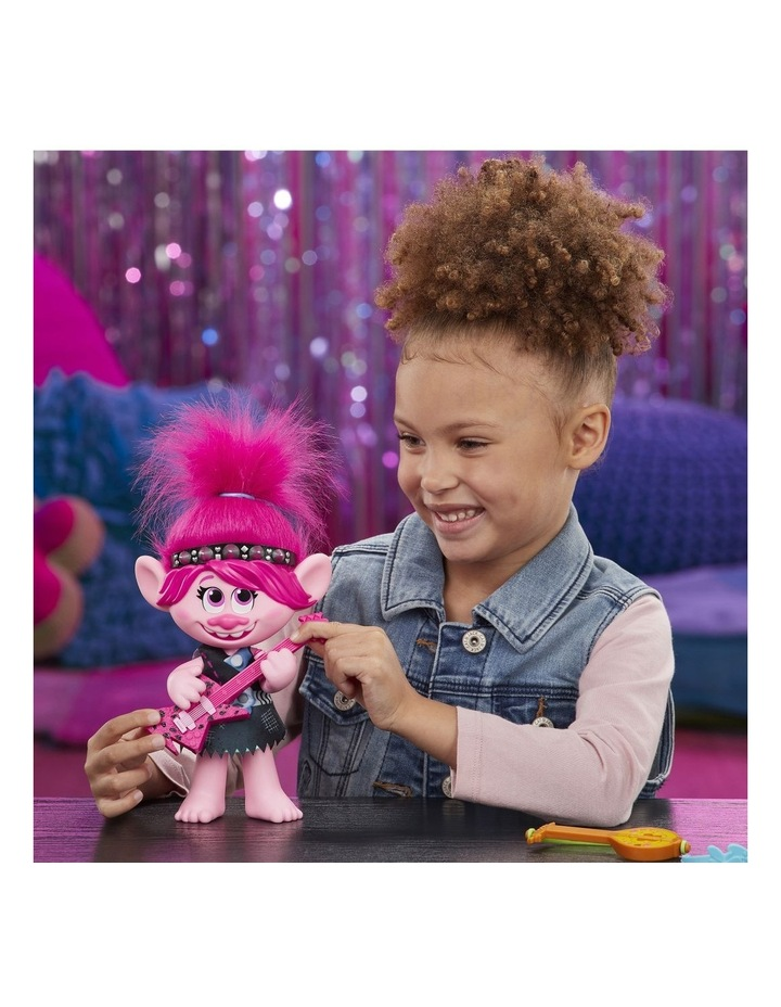 World Tour DreamWorks - Pop-to-Rock Poppy Singing Doll with 2 Different Looks & Sounds image 6