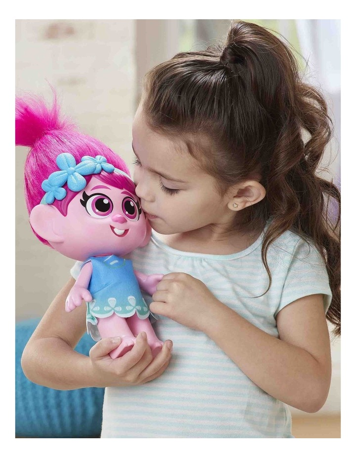 World Tour DreamWorks - Toddler Poppy Doll with Removable Dress & Comb image 4