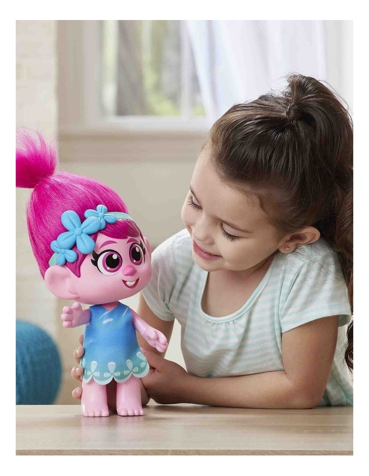 World Tour DreamWorks - Toddler Poppy Doll with Removable Dress & Comb image 5