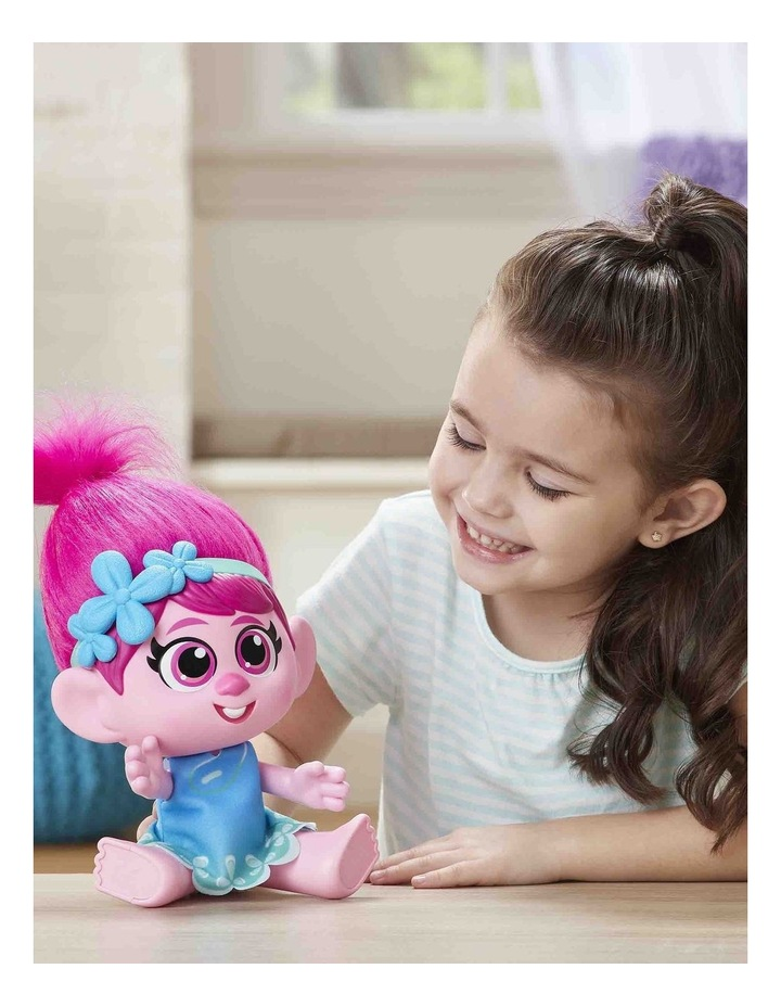 World Tour DreamWorks - Toddler Poppy Doll with Removable Dress & Comb image 7