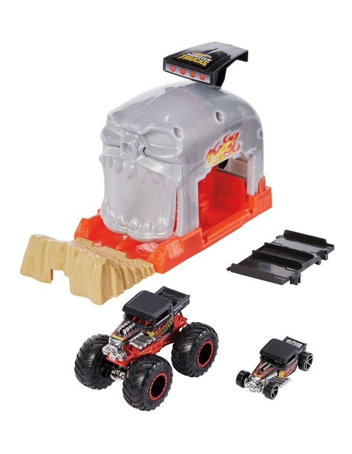 Monster Trucks Pit and Launch Play Set Assortment image 4