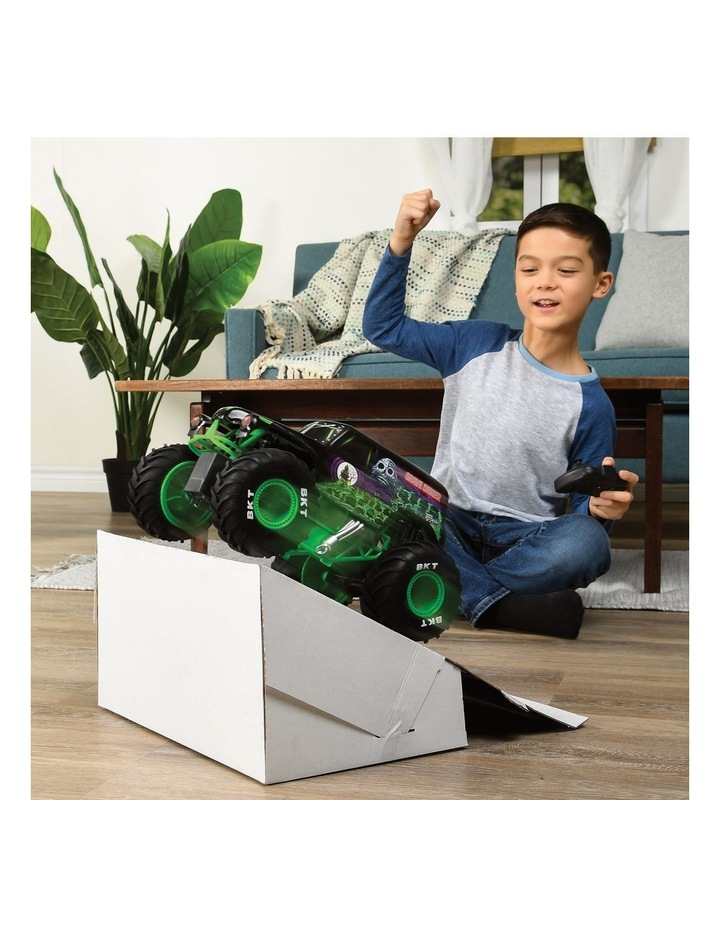 Monster Jam 1:15 RC Grave Digger image 4