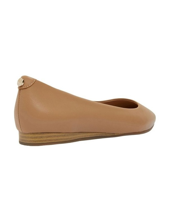 Laura Camel Glove Flat Shoes image 3