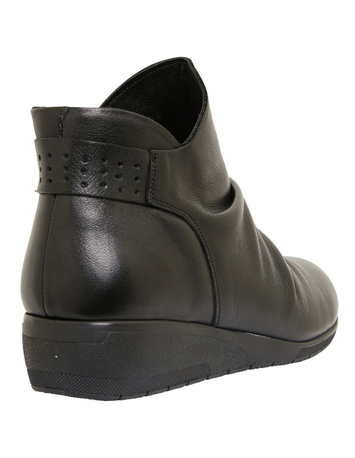 Fairway Black Glove Boots image 4