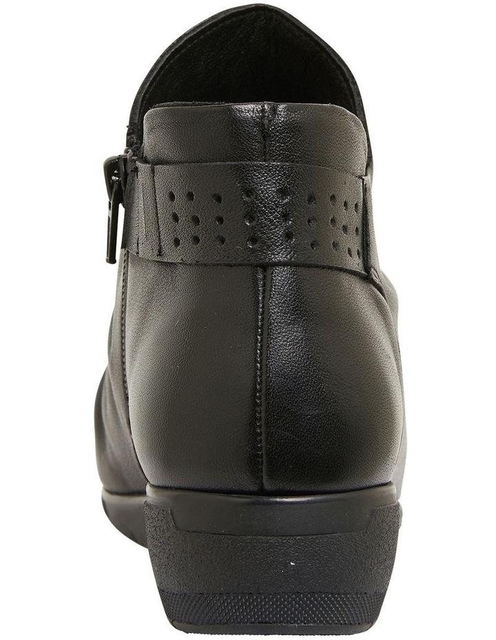 Fairway Black Glove Boots image 7