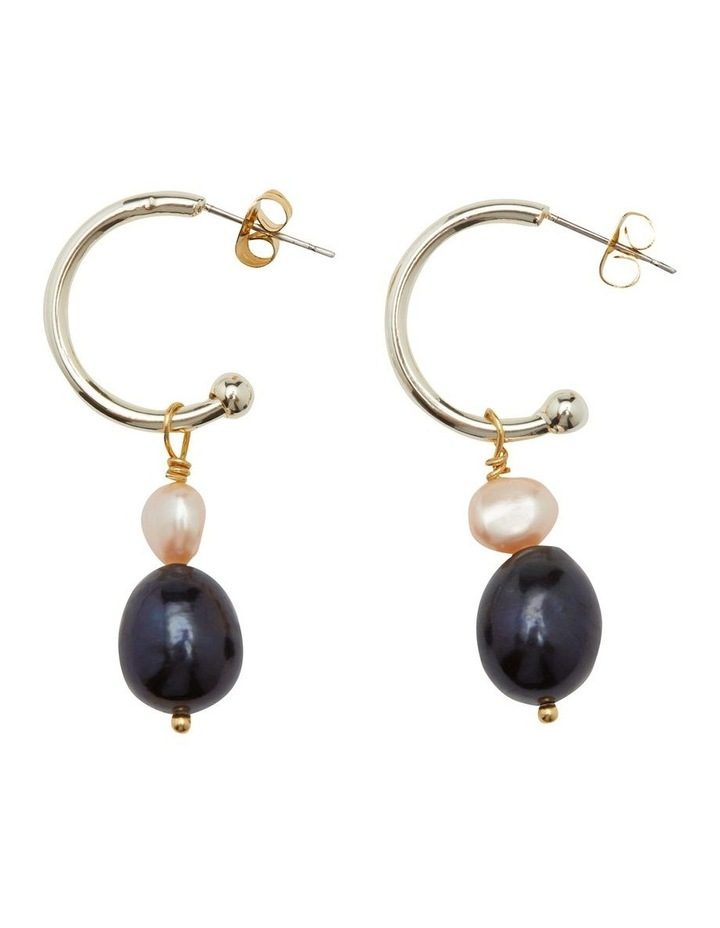 Oda Pearl Earrings image 1